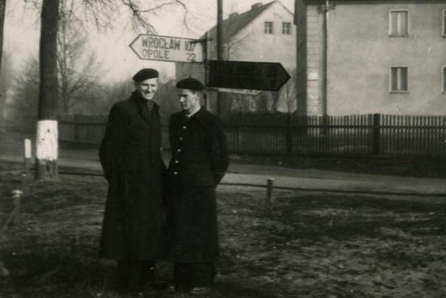 Ta fotografia powstała 22 kilometry od Opola, 38 km od Lublińca i 107 od Wrocławia. Czy przedstawia przyszłego papieża?