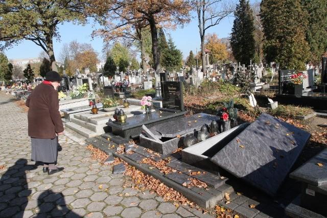 Na łódzkim cmentarzu na Mani zniszczono ponad 350 grobów