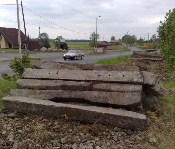 Robotnicy zdemontowali już torowisko po Paulince m.in. w Boroszowie (gm. Olesno).