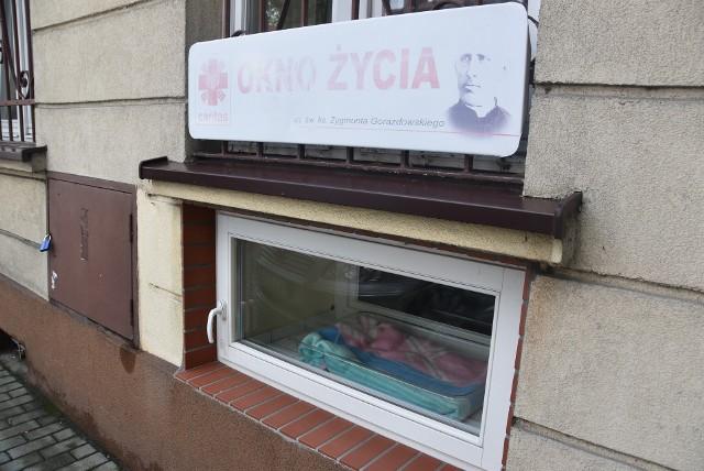 Niespełna roczny chłopczyk został pozostawiony w Oknie Życia prowadzonym przez Zgromadzenie Sióstr św. Józefa przy ul. Mościckiego w Tarnowie