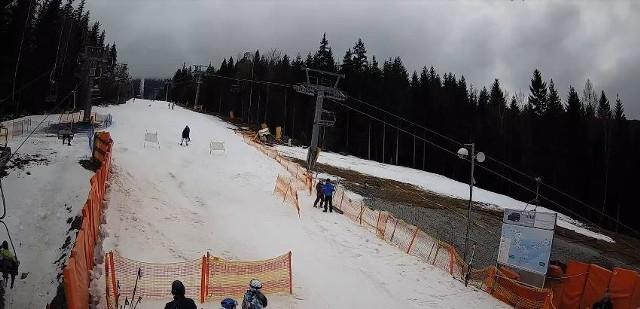 Mimo odwilży i przelotnego deszczu w przeważającej części Dolnego Śląska, warunki dla narciarzy i deskarzy w Sudetach wcale nie należą do najgorszych. Na kolejnych slajdach prezentujemy ośrodki w których można w ten weekend poszaleć na śniegu.PRZEJDŹ DO KOLEJNYCH SLAJDÓW PRZY POMOCY STRZAŁEK LUB GESTÓW NA TELEFONIE - SPRAWDŹ, GDZIE WARTO WYBRAĆ SIĘ NA NARTY!