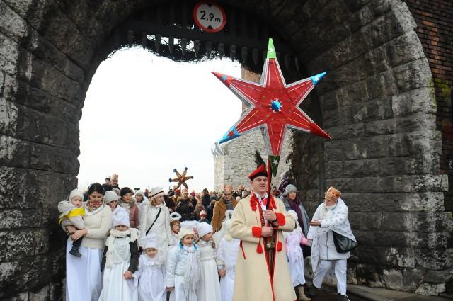 Polski kodeks pracy przewiduje jedynie dzień wolny za święto przypadające w sobotę.