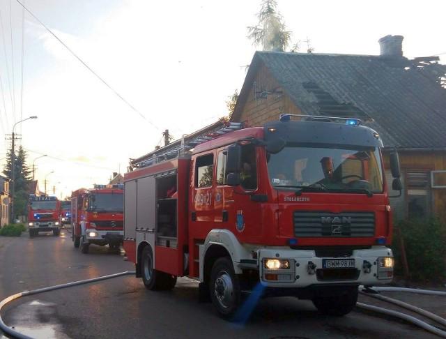 Pożar domu w Ciechanowcu. Ochroniarze uratowali mężczyznę.