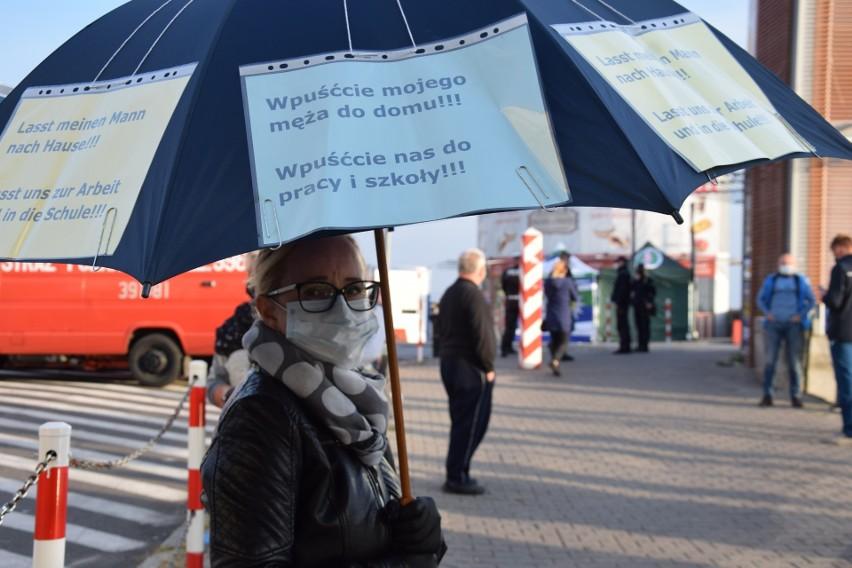 24.04.2020. Protest na przejściu granicznym Słubice -...