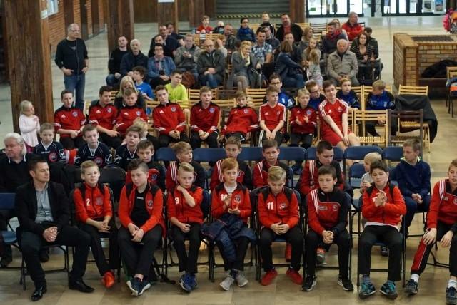 Od listopada ubiegłego roku w pięciu kategoriach wiekowych rywalizowało 56 zespołów  z 20 szkół.