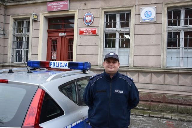 Starszy aspirant Krzysztof Masłowski odpowiada za bezpieczeństwo mieszkańców gminy Płużnica