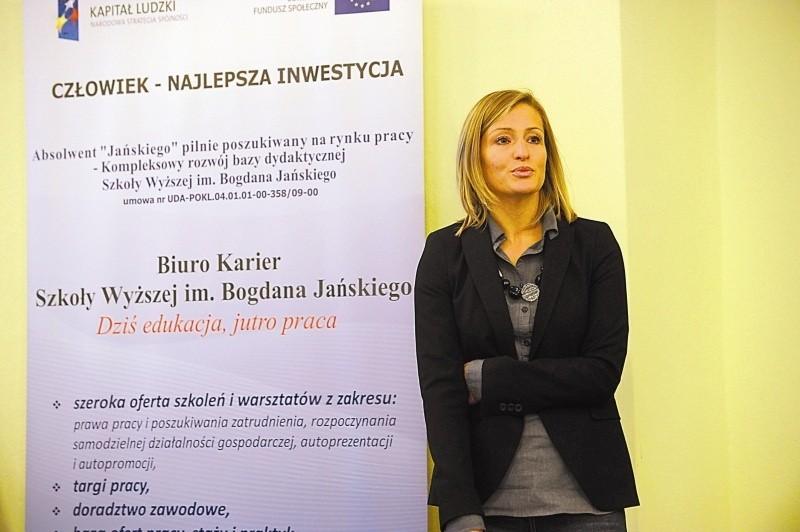 Dr Diana Rokita-Poskart zaprezentowała wyniki badań nt. zamiarów i oczekiwań absolwentów na rynku pracy. (fot. Paweł Stauffer)