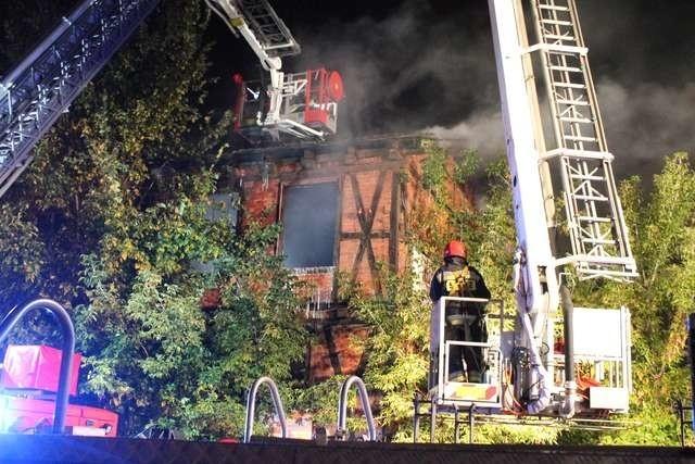 Budynek przy ul. Podgórnej 9 mógł zostać uratowany. Niestety, tego typu obiekty nie cieszą się troską gospodarzy miasta