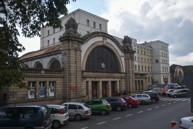 Hala zegarowa starego dworca w Katowicach grozi zawaleniem w każdej chwili