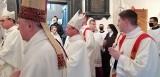Prymas Polski przekazał abp. Grzegorzowi Rysiowi relikwie św. Wojciecha
