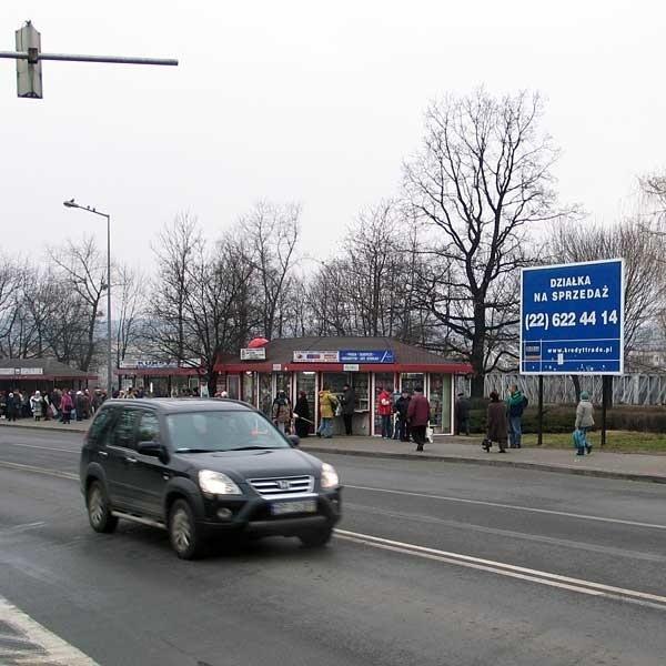 W tym miejscu, tuż obok przystanków przy ul. Jagiellońskiej, powstanie galeria handlowa.