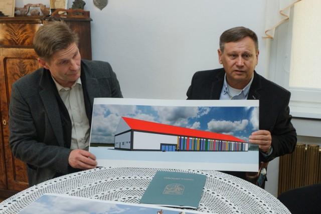 Od lewej: wójt Marek Zawadzki i Marek Różewski