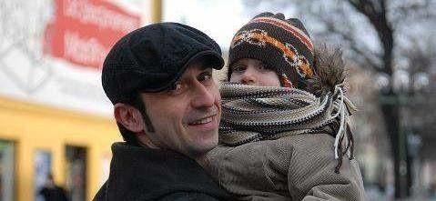 Gdy urodził się Dionizy jego tata Marcin Leńczuk wziął dwa tygodnie urlopu, by pomóc żonie w opiece nad dzieckiem. Jego zdaniem, urlopy tacierzyńskie to dobre rozwiązanie.