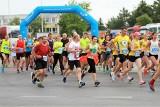 Jubileuszowy 40. Bieg Siarkowca w Tarnobrzegu. Ponad 200 zawodników, ogromne emocje (ZDJĘCIA)