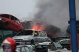 Pożar na złomowisku w Stalach w gminie Grębów. Kilka zastępów straży pożarnej w akcji [ZDJĘCIA]