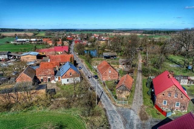 Wolimirzyce leżą w gminie Szczaniec, 12 km od Świebodzina