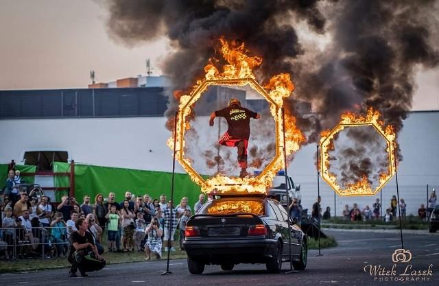 W niedzielę, 27 czerwca o g. 20 na parkingu OSiR przy ul. Królowej Jadwigi w Brodnicy kaskaderzy zaprezentują pokazy driftu, kontrolowane wypadki czy jazdę na bocznych kołach samochodem i quadem