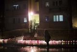 Kraków. Atak na Prokocimiu. Pod blokiem zapłonęły znicze [ZDJĘCIA]