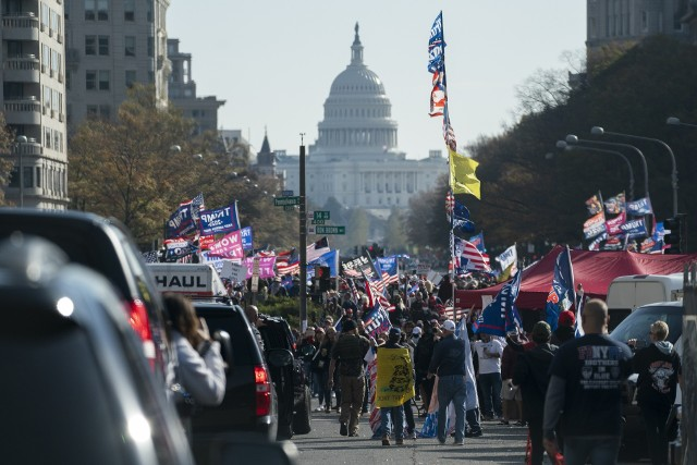 Wielotysięczny wiec zwolenników Donalda Trumpa w Waszyngtonie. Amerykanie wychodzą na ulice w marszu MAGA, by wesprzeć obecnego prezydenta