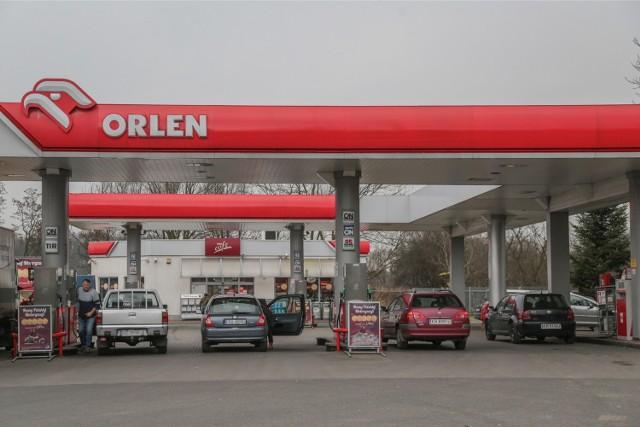 3,98 zł kosztowała już w weekend benzyna na Orlenie przy Jedności Narodowej 156. Dziś cena była taka samaKolejne stacje z najtańszym paliwem we Wrocławiu zobaczysz, posługując się klawiszami strzałek.