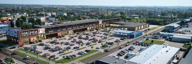 Za niecały miesiąc planowane jest otwarcie jednej z największych w regionie galerii: Centrum Handlowego Sekunda w Jędrzejowie. Na kolejnych zdjęciach zobaczcie jakie marki znajdą się w galerii.