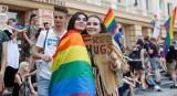 Adopcja dzieci przez pary homoseksualne będzie prawnie niemożliwa? Ministerstwo Sprawiedliwości rozważa zmiany w prawie