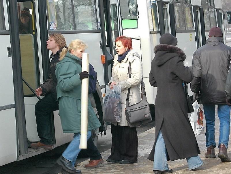 Miesięcznie kontrolerzy wystawiaja ok. 1,5 tys. kar za jazdę bez biletu