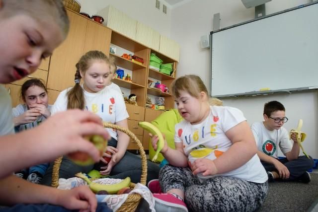 Dla uczniów niepełnosprawnych szkoła jest często jedynym miejscem, w którym mogą spotkać się z innymi dziećmi