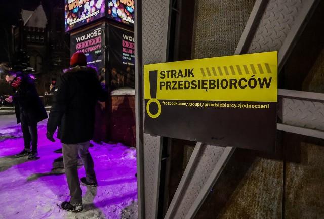 """Protest gdańskich przedsiębiorców pod klubem """"Wolność"""" 12.02.2021"""