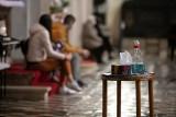 Nauczanie jest zdalne, ale rekolekcje szkolne mogą odbywać się w kościele. Rodzice podnieśli alarm