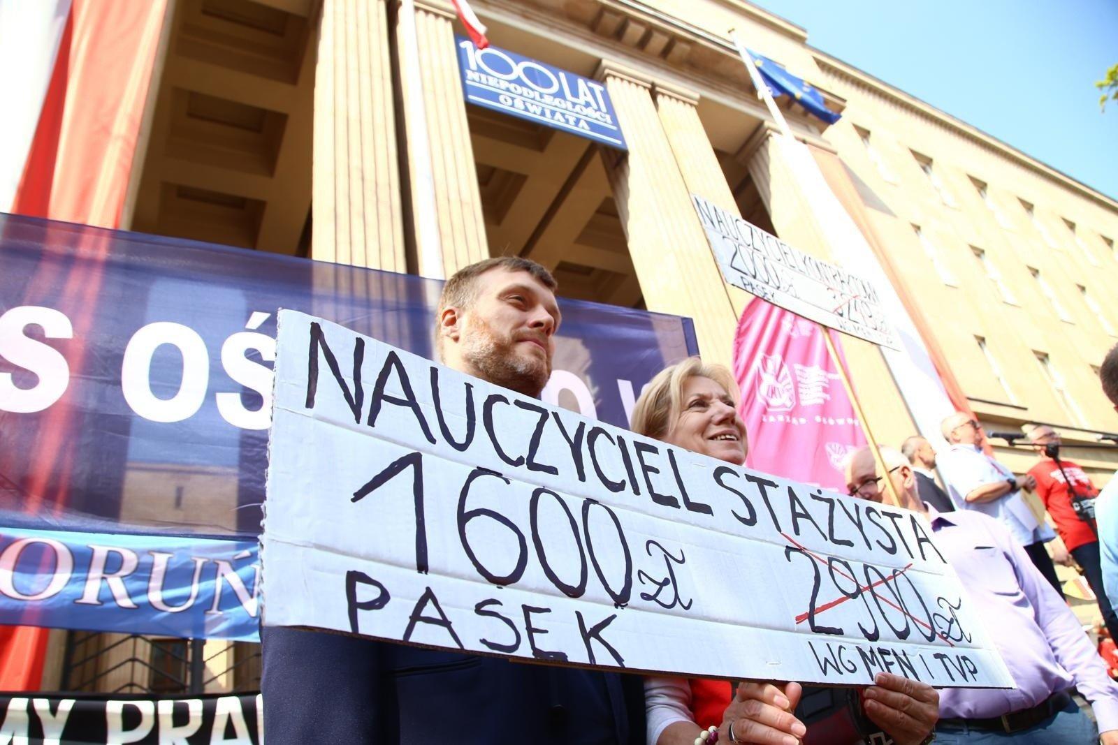 Strajk Nauczycieli Na Włosku. Podwyżki Zbyt Niskie