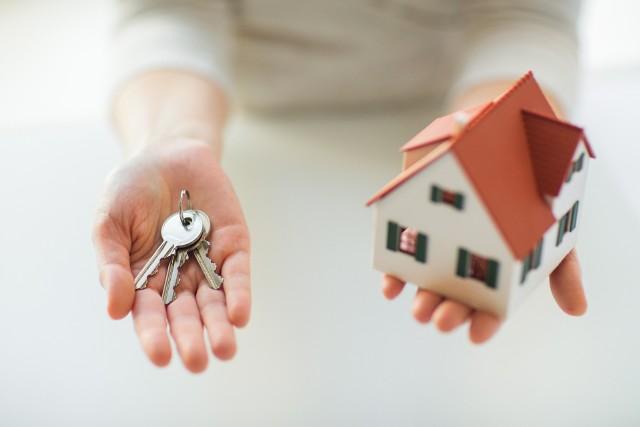 Pożyczka czy kredyt hipoteczny – co wybrać? Sprawdź, czym się różnią i podejmij świadomą decyzjęPożyczka czy kredyt hipoteczny – co wybrać? Sprawdź, czym się różnią i podejmij świadomą decyzję