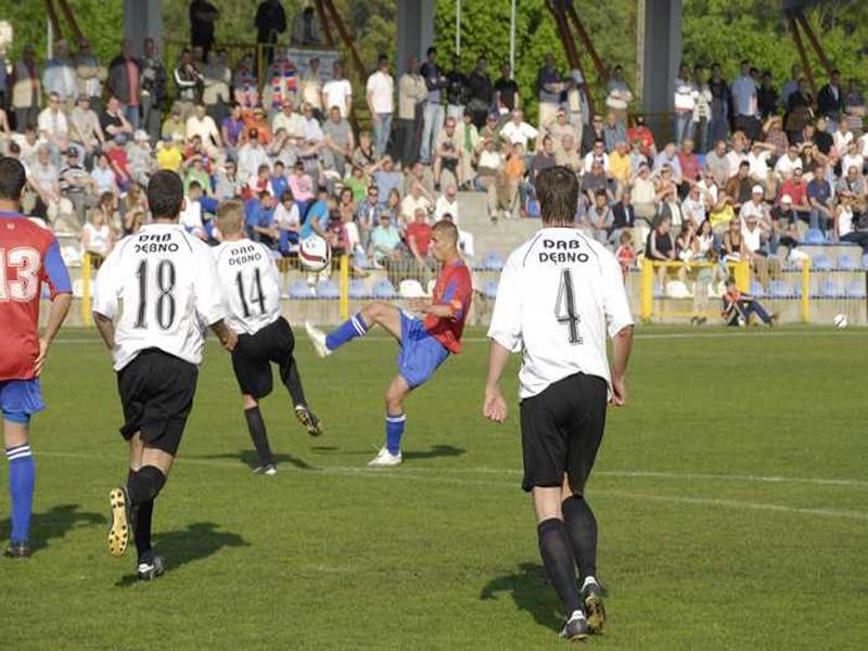 W meczu 23. kolejki III ligi Pomorze, Gryf 95 Slupsk zremisowal z Debem Debno 0:0.
