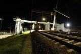 Rail Baltica. Trasa kolejowa Białystok-Warszawa. Nocą powstaje ponad stumetrowy wiadukt nad torami [Zdjęcia]