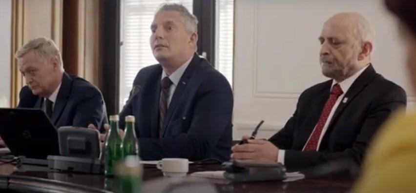 Andrzej Wejngold, aktor, który jest zakażony koronawirusem opublikował w sieci poruszający film. W nagraniu opowiada o swoich przeżyciach ze szpitala i apeluje do koronasceptyków.