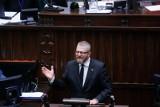 """Minister zdrowia Adam Niedzielski złożył zawiadomienie do prokuratury na Grzegorza Brauna. Chodzi o """"groźby karalne"""""""