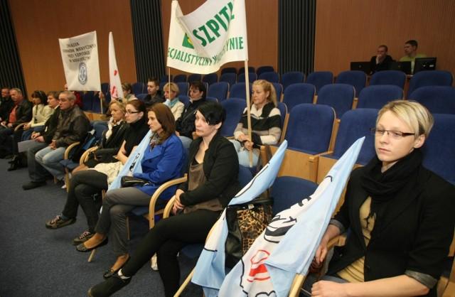 Pracownicy Szpitala Specjalistycznego w Kościerzynie protestowali przeciwko likwidacji i prywatyzacji placówki.