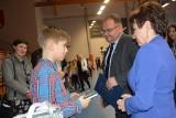 """Skawina. 10-letni Hubert Kosiński jest pierwszym uczniem, któremu nadano tytuł """"Super Bohatera"""". Pomógł starszej pani, która upadła"""