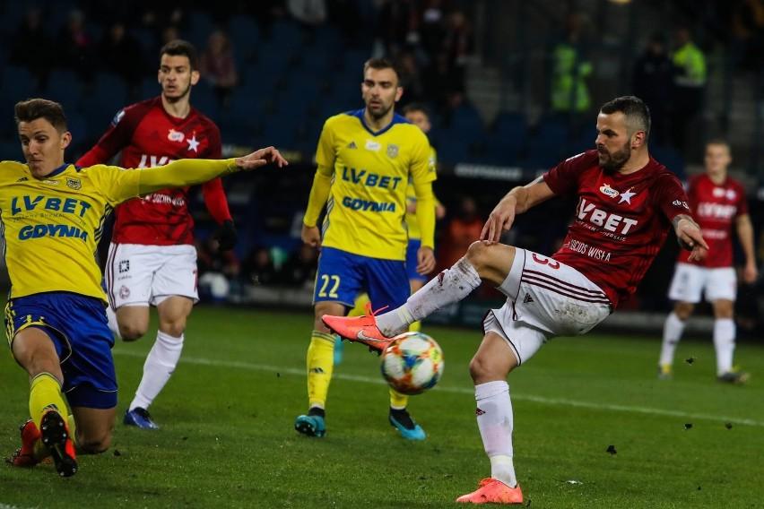 W sezonie zasadniczym Wisła przegrała z Arką w Krakowie 0:1, a w Gdyni zremisowała 0:0. Teraz krakowianie będą chcieli wreszcie wygrać z tym rywalem