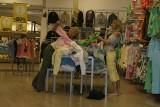 To była moda! Tak się ubieraliśmy 20 lat temu, gdy weszła Zara i H&M. Był szał. Hity sieciówek i moda lat 2000 - 2005