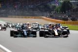 Hamilton najpierw wyrzucił z toru Verstappena, później Leclerka i wygrał wyścig o Grand Prix Wielkiej Brytanii