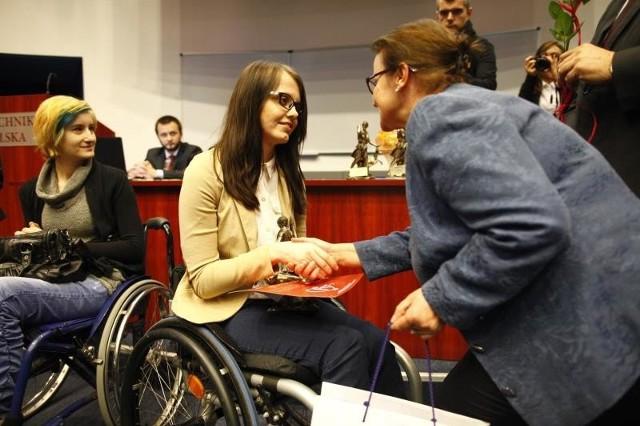 Jedna z laureatek konkursu to Judyta Staniczek, studentka dziennikarstwa na UO. Na zdjęciu z europosłanką Danutą Jazłowiecką.