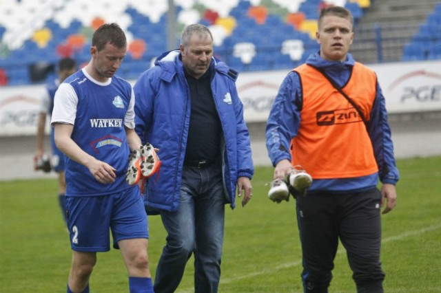 Tomasz Margol (pierwszy z lewej), pomimo że strzelił w Tarnowie bramkę, zapewne po meczu nie miał zbyt wesołej miny.