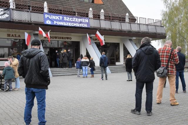 Punkt Szczepień Powszechnych w hali widowiskowo-sportowej w Inowrocławiu czynny jest 7 dni w tygodniu w godzinach 8-18