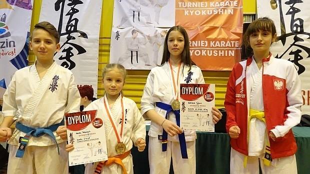 Zawodniczki i zawodnicy NKS Karate Kyokushin przywieźli w tym roku liczne medale z krajowych i zagranicznych zawodów