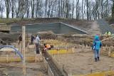 Trwa budowa wąbrzeskiego amfiteatru nad jeziorem Zamkowym [zdjęcia]