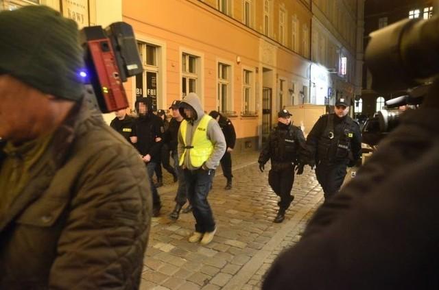 17 marca Adam Z. pojawił się na poznańskich ulicach z policjantami. Był to kolejny eksperyment procesowy