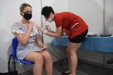 Rozpoczynają się szczepienia uczniów przeciwko COVID-19 w Łodzi - pierwsze w środę 15 września