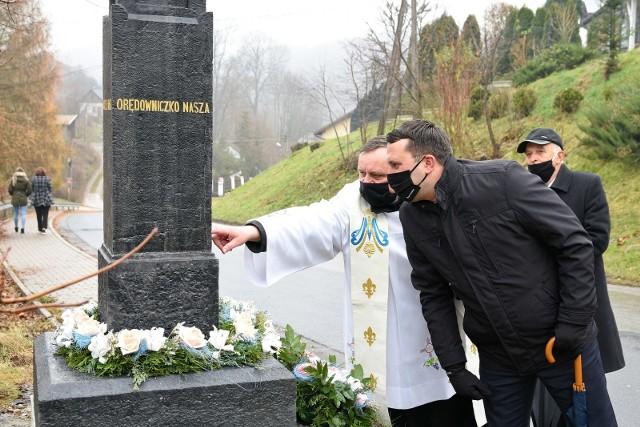 Odnowiona kapliczka przy drodze powiatowej w Paczółtowicach w gminie Krzeszowice