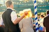 Ile piwo ma kalorii? Po co są kropki na puszkach? Jeśli spędza ci to sen z powiek, SPRAWDŹ te 10 faktów na temat piwa!